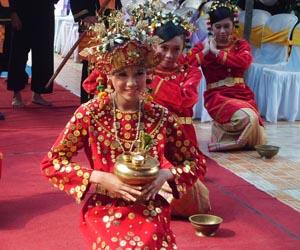 Foto penari makan sirih