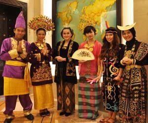 Pakaian adat khas indonesia
